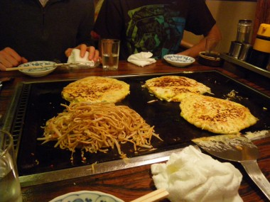 Okonomiyaki finished with Hananh's yaki soba in Kyoto, Japan.